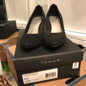 Tahari Tacey black high heels 👠